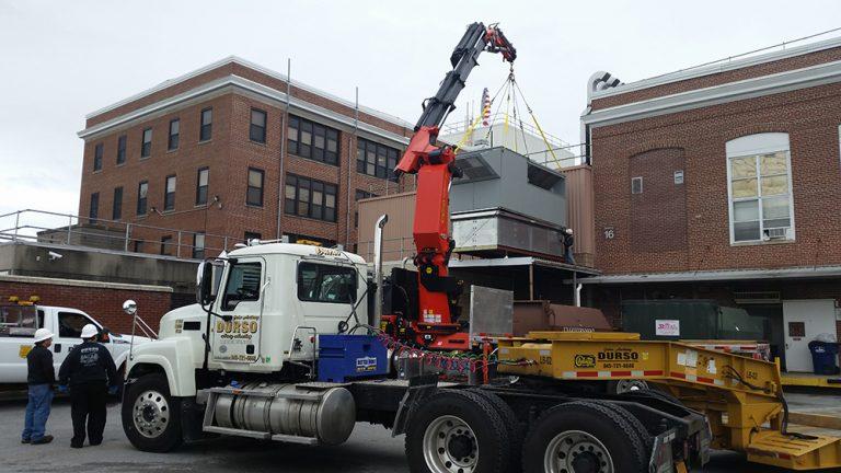 durso knuckleboom truck offloading at jobsite 1