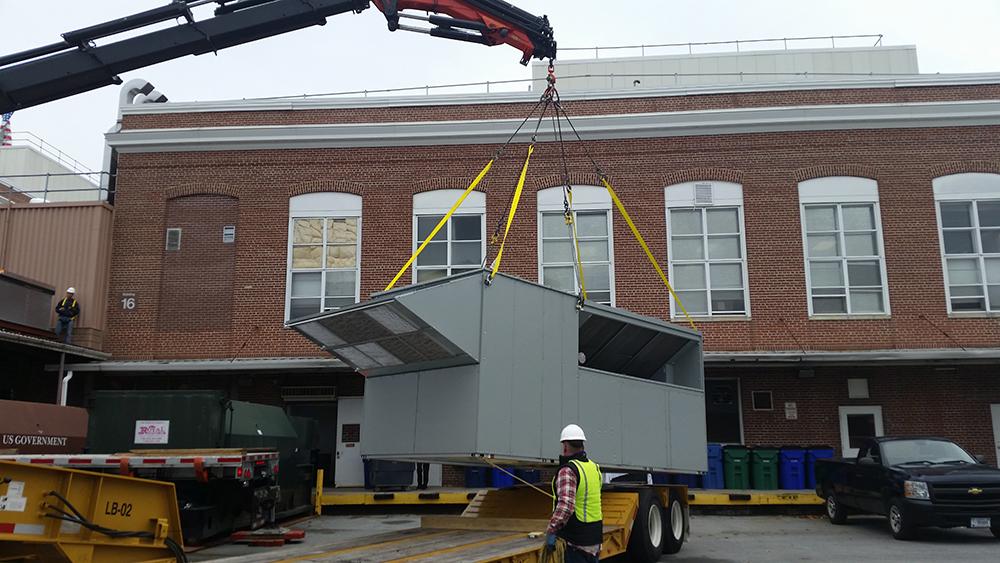 durso knuckleboom truck offloading at jobsite 3