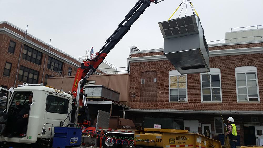 durso knuckleboom truck offloading at jobsite 2